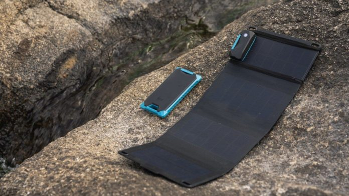 FROST SUMMITS Smart Solar Charger